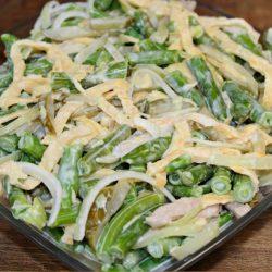 Мясной салат с фасолью и огурцом для праздничного стола